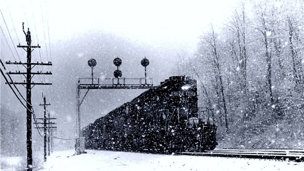 perfect-winter-train-1366x768